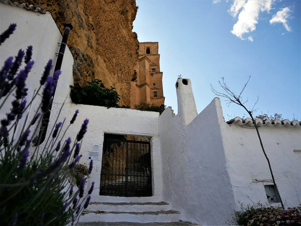 Acceso al castillo de Montefrío