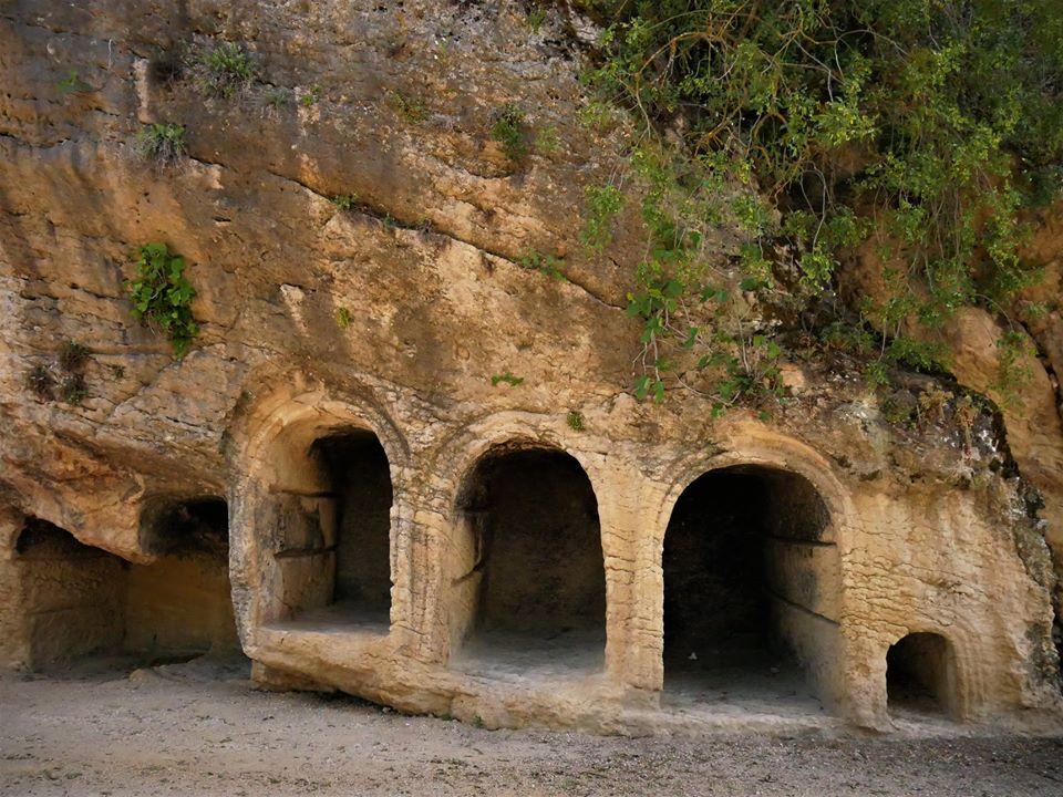 Nichos del viejo cementerio de Montefrío
