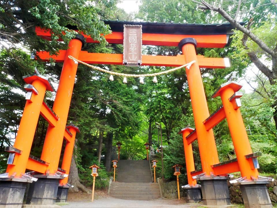 Subida a la pagoda Chureito