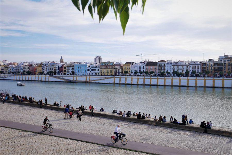 Calle Betis y río Guadalquivir