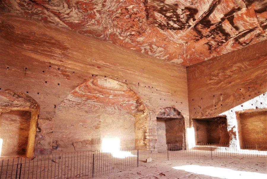 Tumbas corintias por dentro, Petra