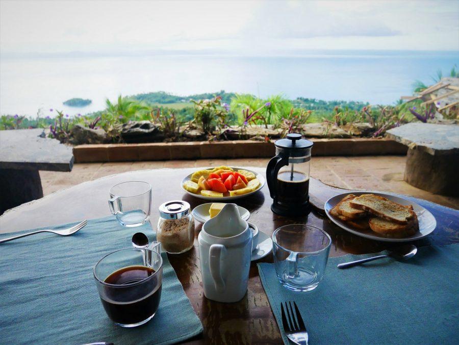 Desayuno en Hacienda Cocuyo con vistas a la bahía de Samaná