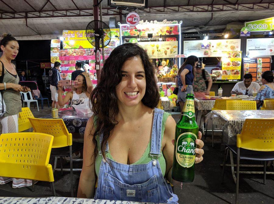 Una Chang en el mercado nocturno de Chiang Mai