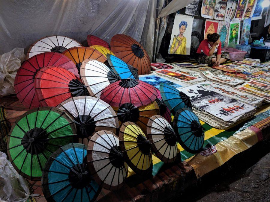 Artesanías en el mercado nocturno de Luang Prabang