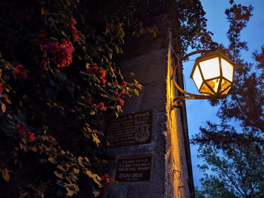 Callejón del Romance al anochecer, Morelia
