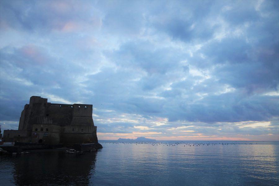 Atardecer en el golfo de Nápoles, castillo del Huevo