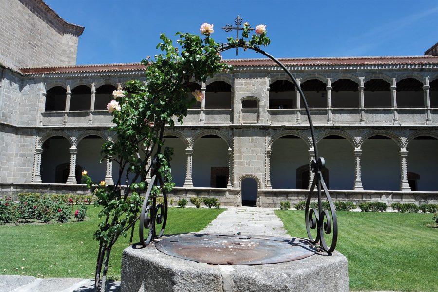 Claustro de los Reyes, Palacio de Santo Tomás