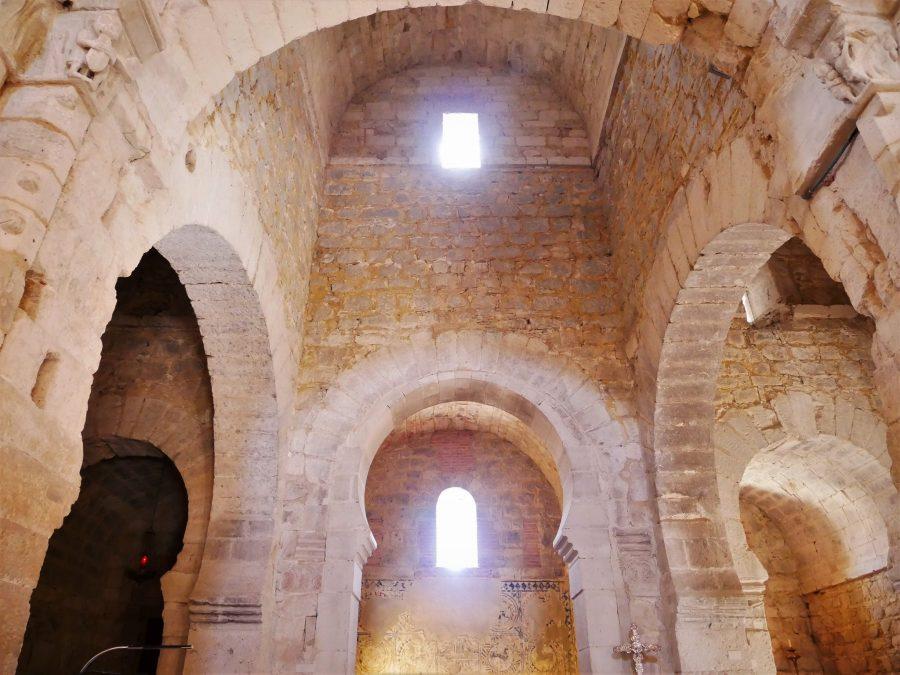 Interior de la iglesia de Santa María de Wamba