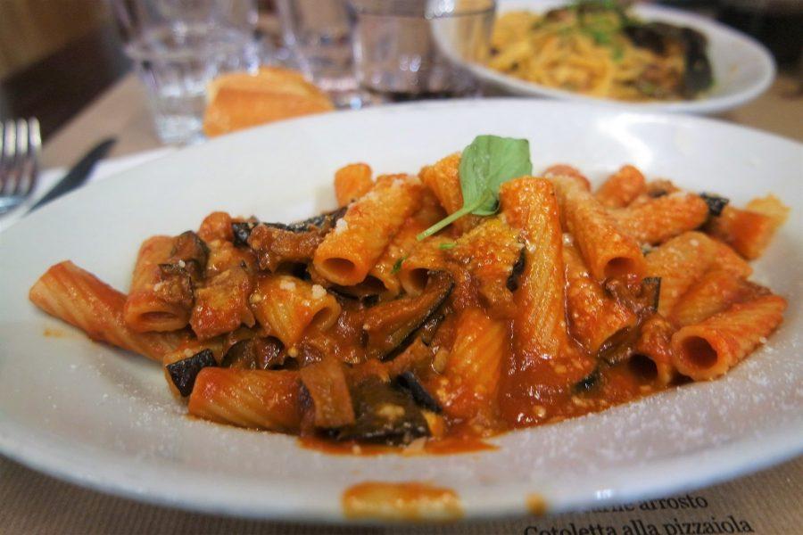 Pasta a la Norma en Sicilia, platos típicos del mundo