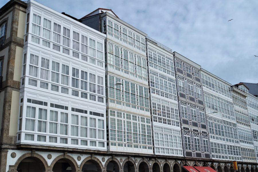 Fachadas de cristal de la Avenida Marina