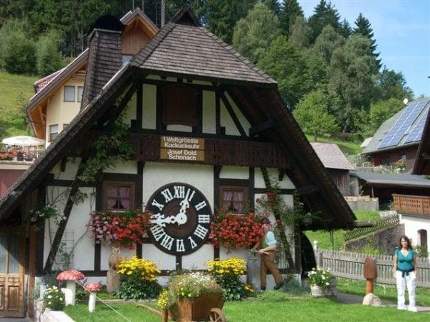 Relojes de cuco en la Selva Negra de Alemania