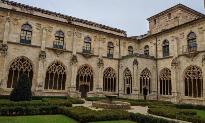 Claustro del monasterio de San Salvador, qué ver en Oña, Burgos