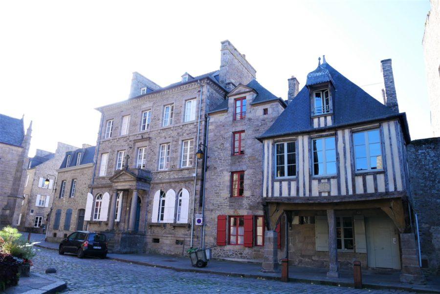 Hotel en el centro histórico de Dinan, la Bretaña francesa