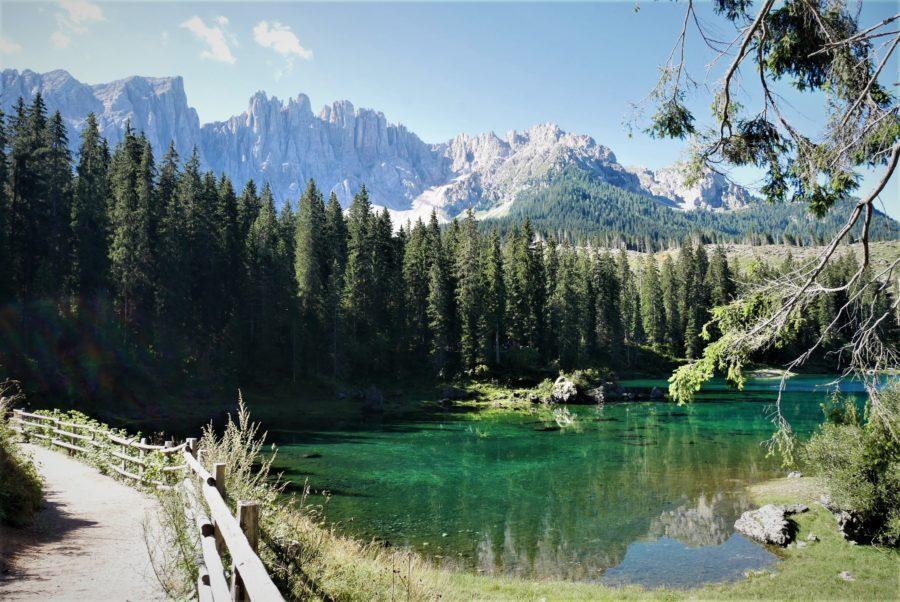 El sendero del lago di Carezza