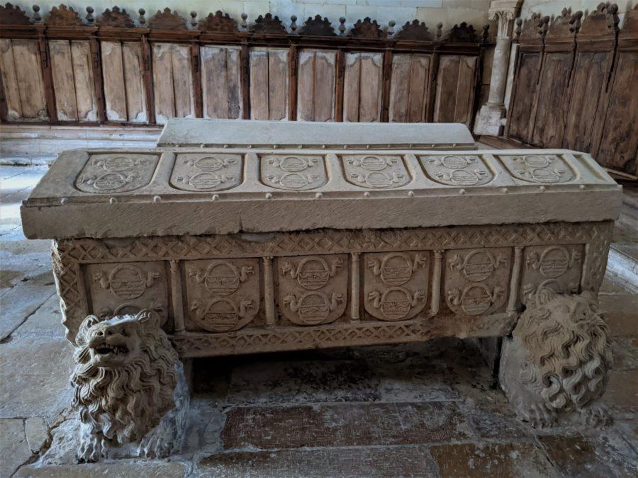 Sepulcro de doña Mencía en el monasterio de San Andrés