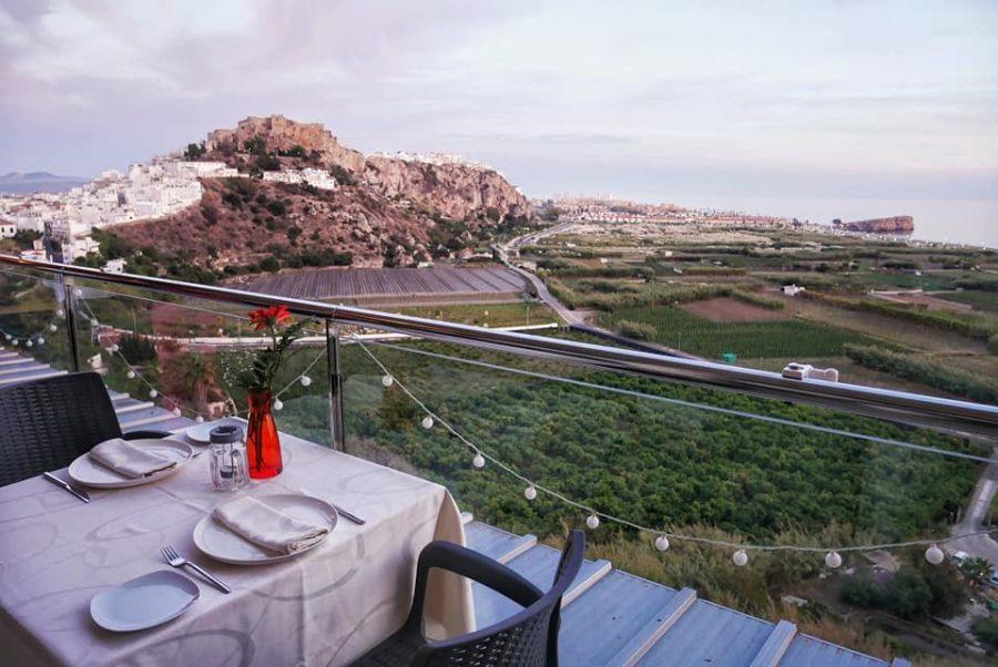 Terraza del hotel restaurante Miba con vistas a Salobreña
