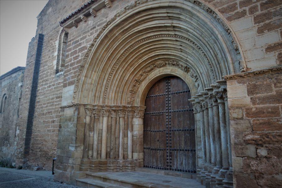 Iglesia románica del Salvador en Cifuentes