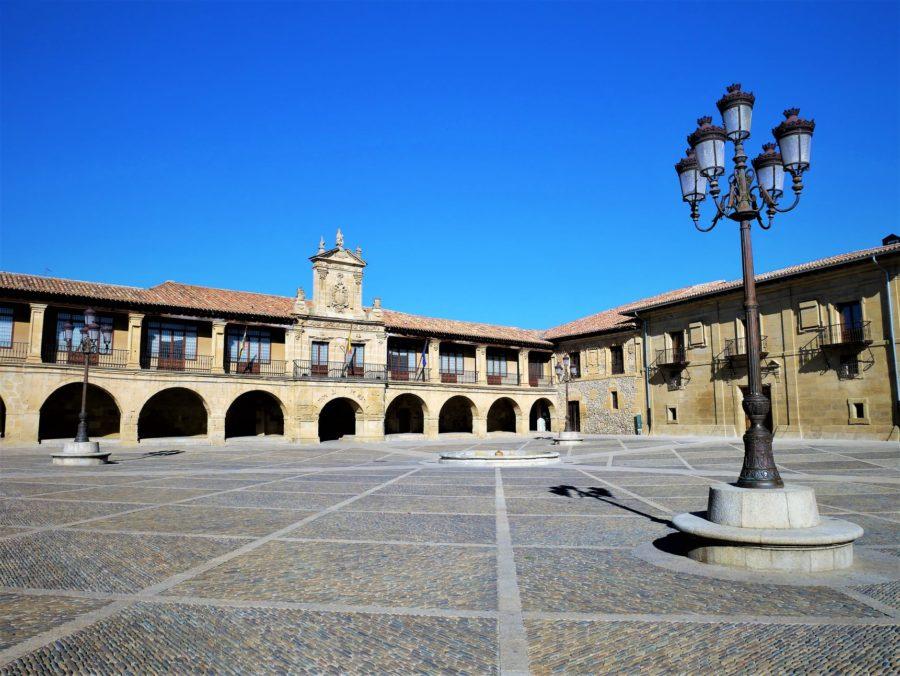 Plaza de España, qué ver en Santo Domingo de la Calzada, La Rioja Alta
