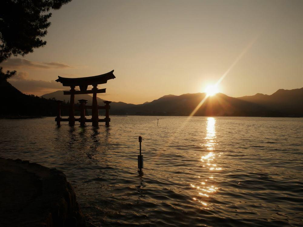 Atardecer en la isla de Miyajima, Japón