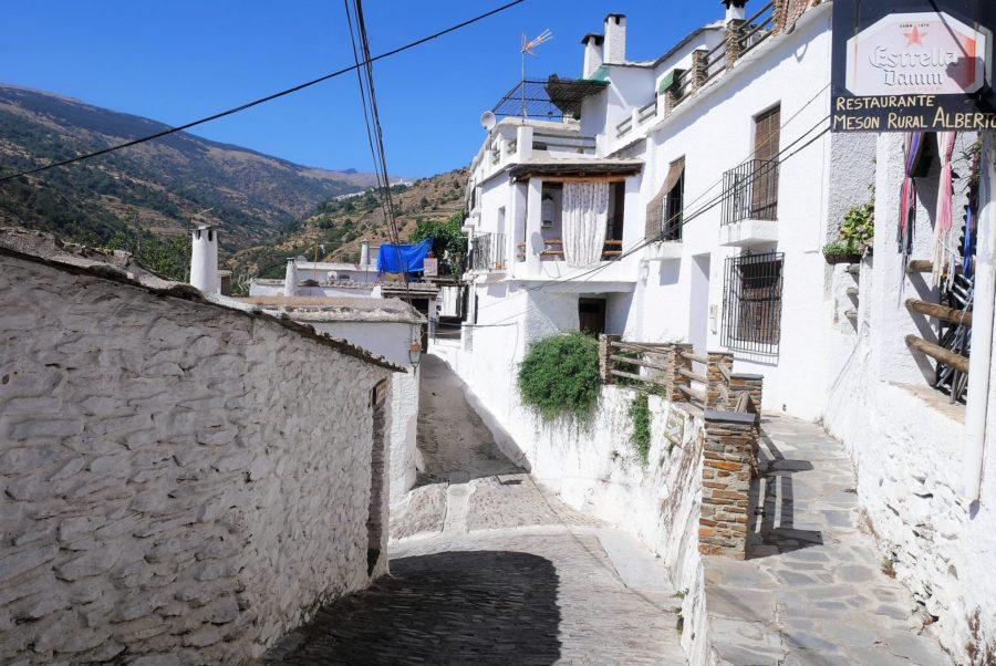 Calles de Pampaneira, el barranco del Poqueira