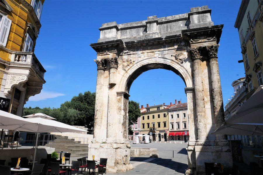 Puerta romana en Pula