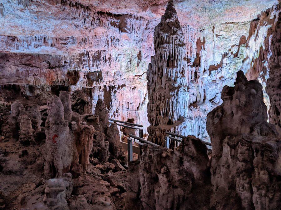 Salas y columnas de la cueva