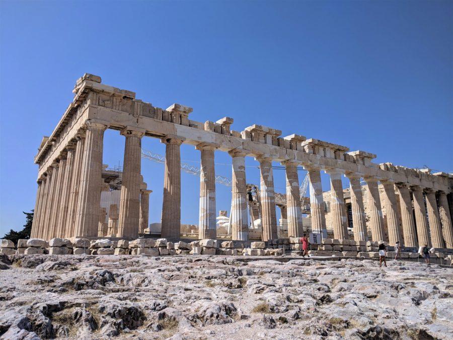 Vista lateral del Partenón, visita a la Acrópolis de Atenas