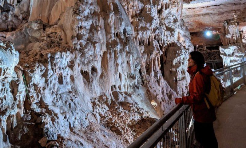 visita a la cueva de los franceses en Palencia