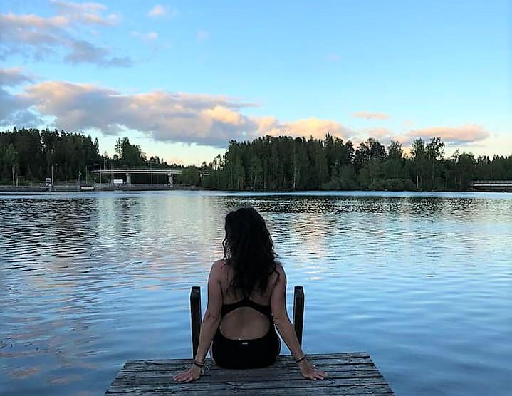 Baño en un lago de Finlandia