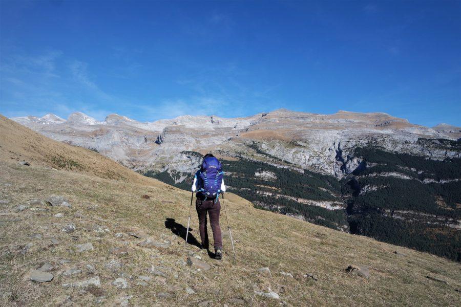 Senderismo por los Pirineos, Aínsa