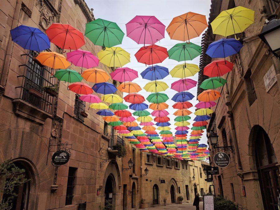 La calle de los Caballeros en el Poble Espanyol
