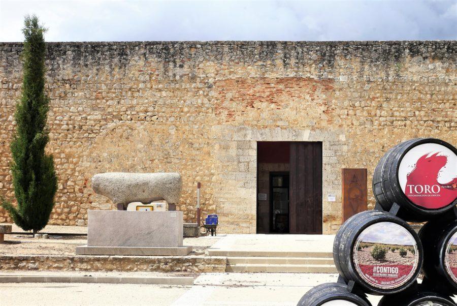 Verraco y el Alcázar