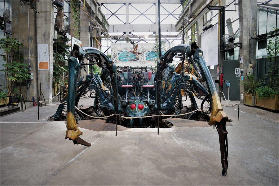 Araña en el pabellón de las máquinas