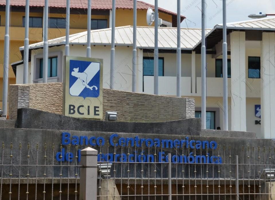 Presidente del BCIE desmiente propaganda sobre la vacuna contra el Covid-19. Cortesía