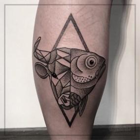 Tatouage Taureau géométrique poisson fait par Julien