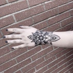 Tatouage Ornemental floral fait par Julien