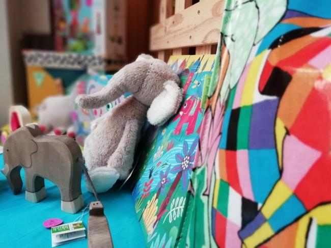 des éléphants dans la vitrine - septembre 2018 (5).jpg