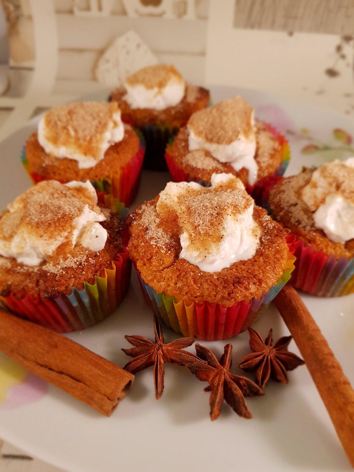 Brioșe cu lapte de cocos și scorțișoară