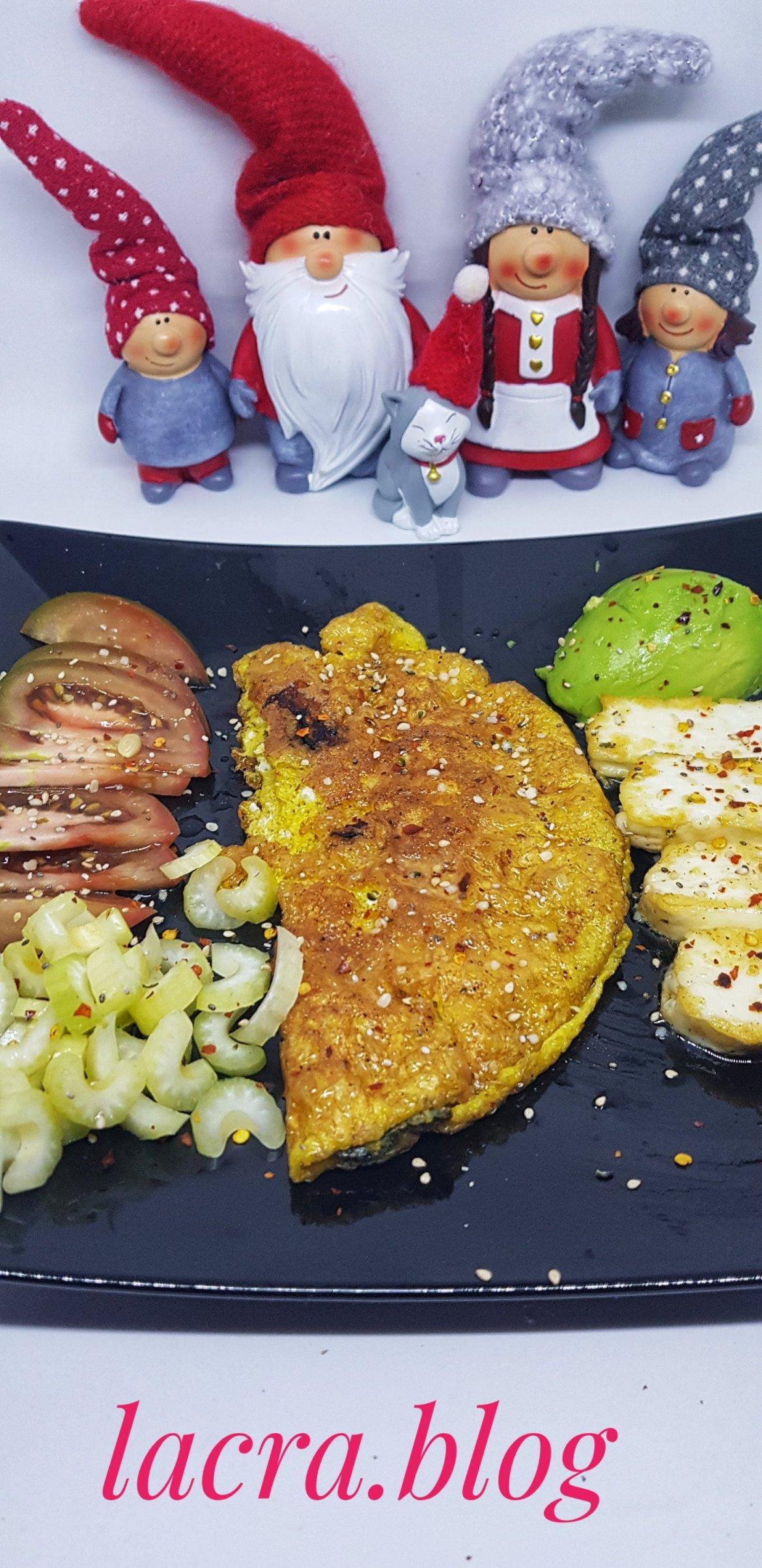 """Omletă cu """" cartofi pai"""" keto"""