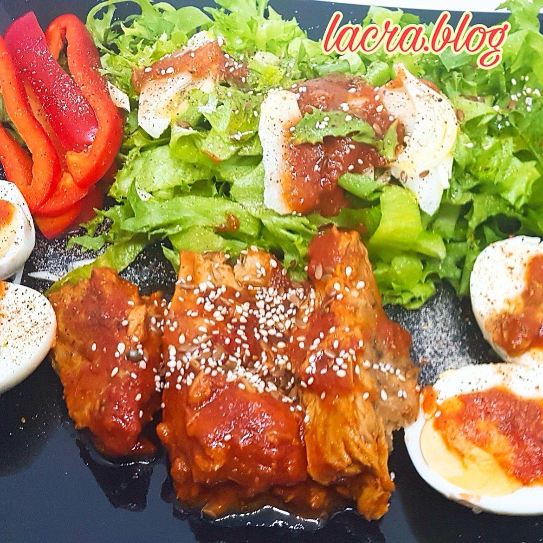 Platou keto cu macrou și ouă
