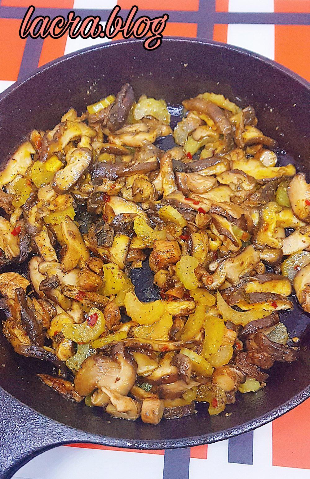 Tocăniță low-carb de ciuperci