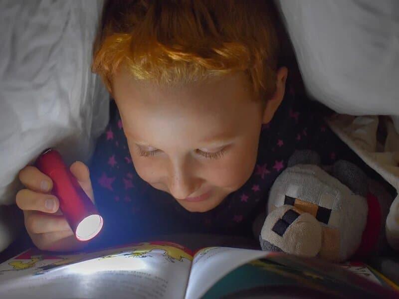 soñar con linterna