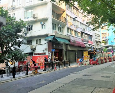 Hollywood Road - easy access to foodie crowds in Central and Sheung Wan