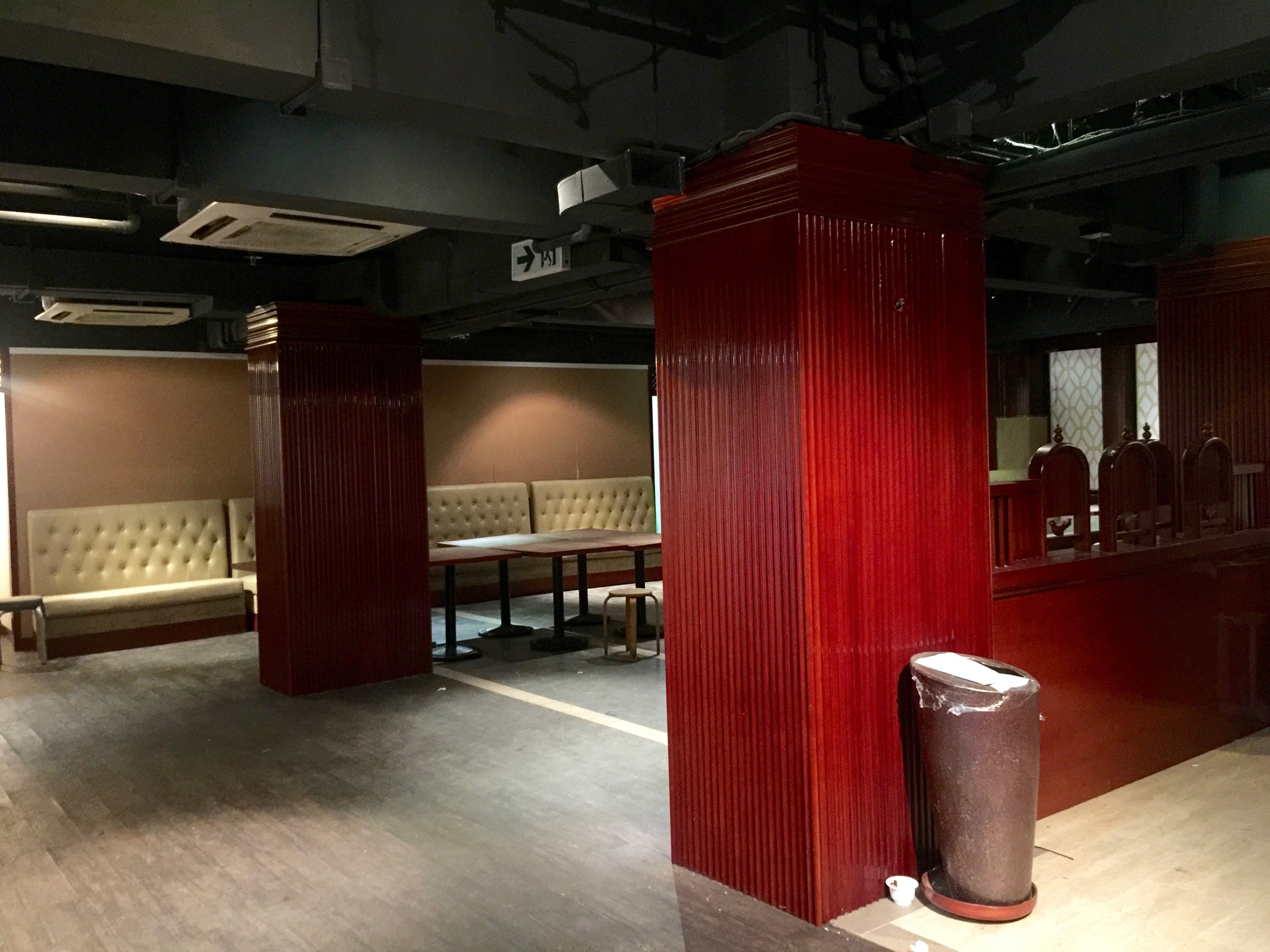 Causeway Bay upstairs restaurant with spacious seating area for lease