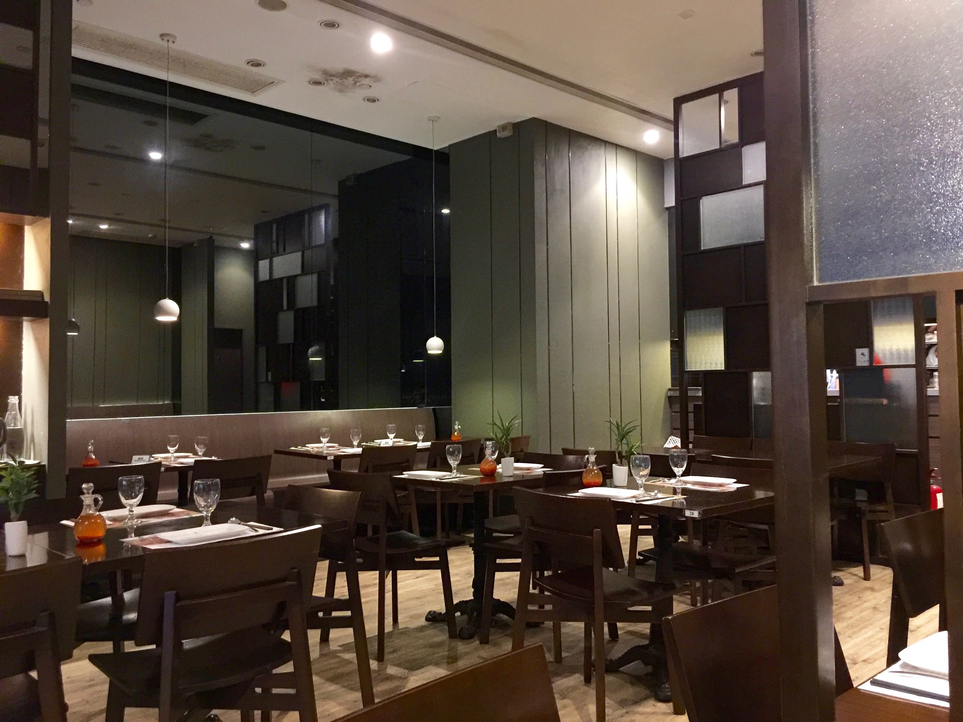 Wing Yip Restaurant >> Hong Kong Wan Chai Superb High Ceiling F&B Shop for Lease ...