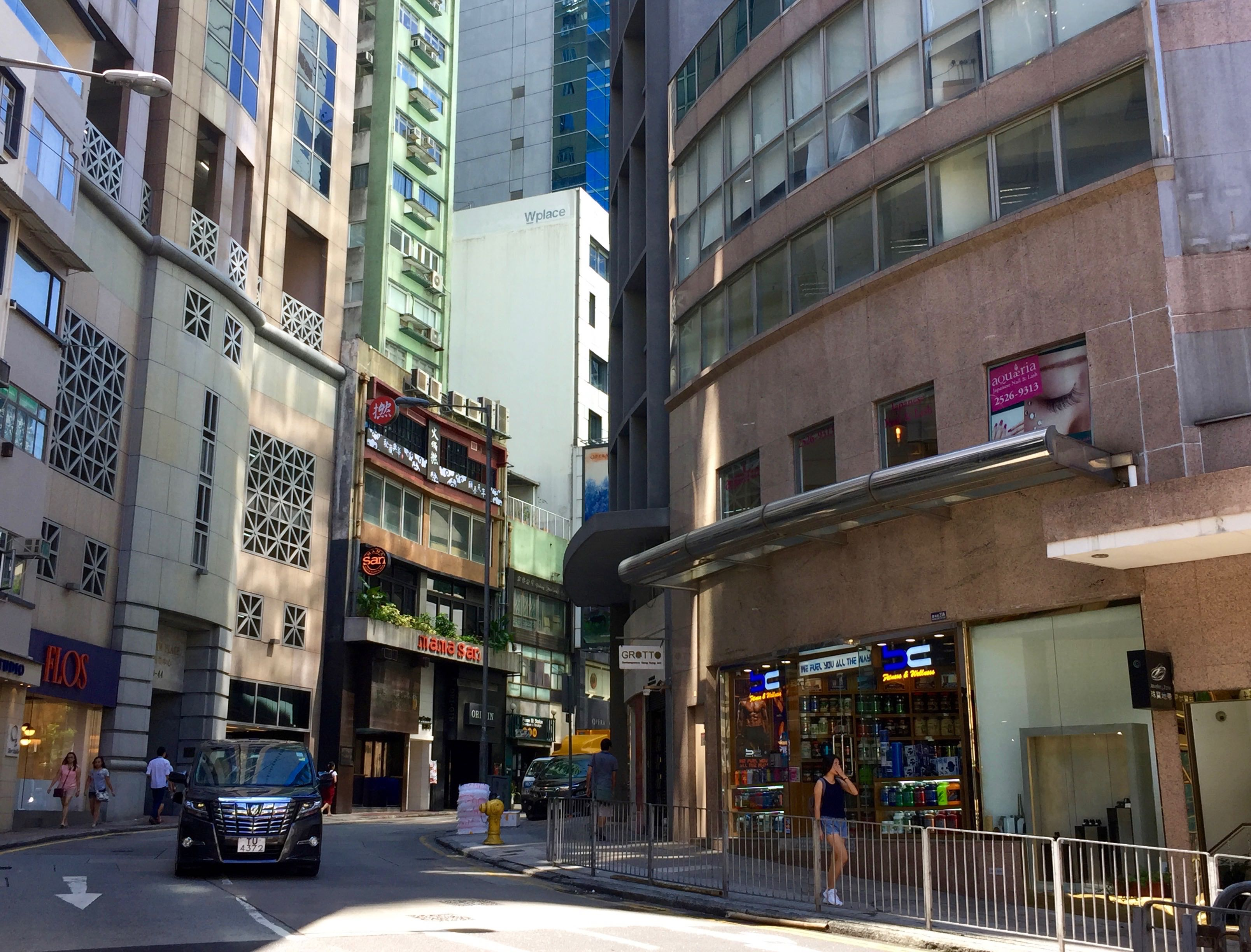 Central Wyndham Street HK restaurants bars on street level and upstairs