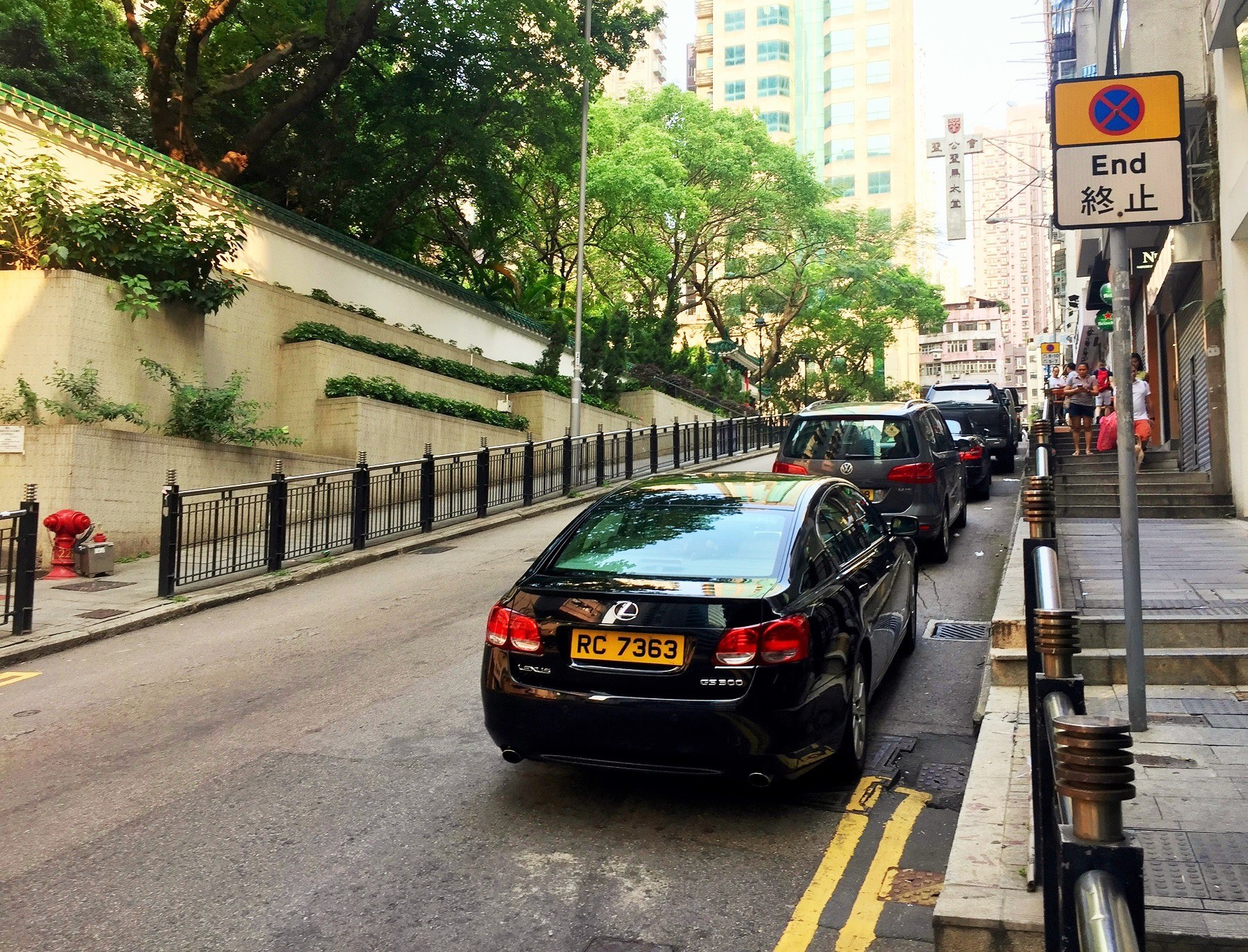 Hong Kong Sheung Wan Hollywood Road short walking distance to Queen's Road West restaurants and cafes(1)