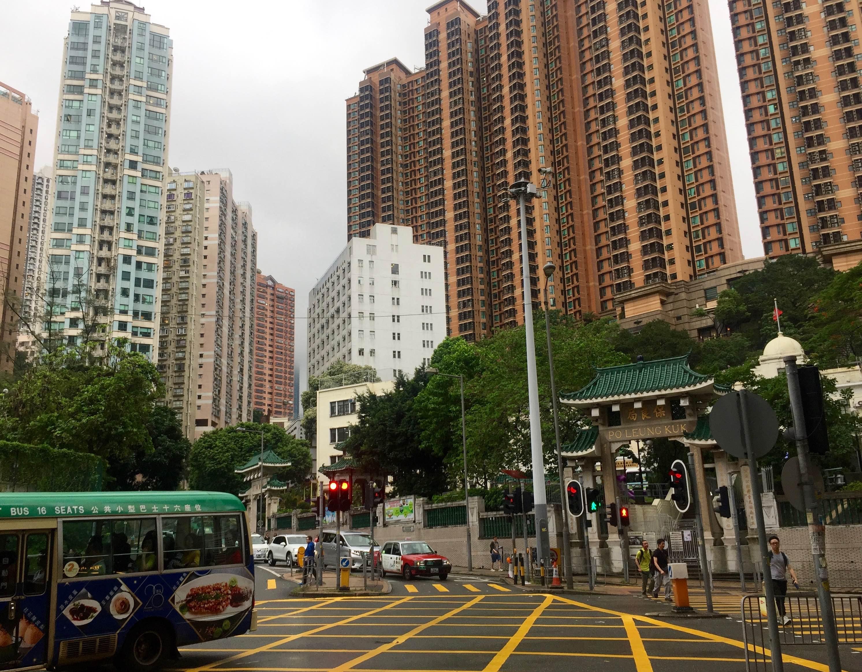 Hong Kong Causeway Bay guaranteed FnB traffic - residents and office crowds