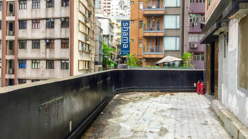 Hong Kong Central Hollywood Road F&B Shop for Lease with huge flat roof