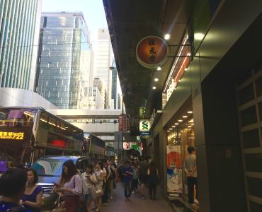 Des Voeux Rd - high traffic F&B shop for lease in Central HK